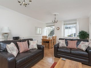 Huge comfortable Georgian city centre garden flat for 2 in central Bath
