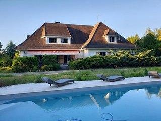 Maison de caractère, entourée d'un parc avec piscine, à 20 min de la mer
