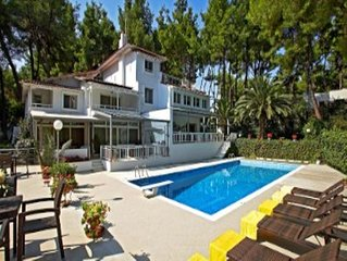 Luxurious villa for 10 people, with private swimming pool
