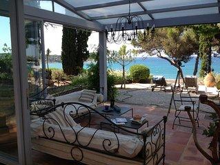 Vue exceptionnelle  la Baie de Bandol, belle demeure, 50 m plage, piscine