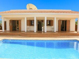 Achilles Beach Villa Thio: Large Private Pool, Walk to Beach, Sea Views, A/C, Wi