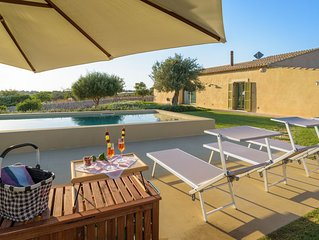 Psyke, villa with pool in front of the golf courses