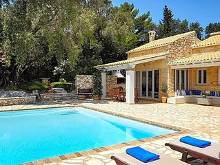 4 bedroom Villa, sleeps 8 with Pool and Air Con