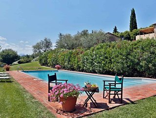 Villa with four bedrooms   Villa Berto B 8 is a charming detached cottage on a c