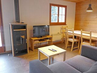 Cosy apartment for 6 guests with WIFI, TV, balcony and parking