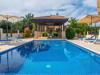 Villa Kalizoni: Large Private Pool, Walk to Beach, A/C, WiFi