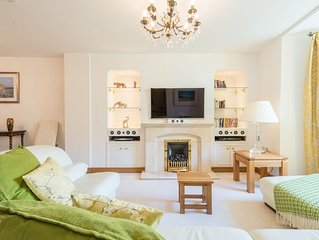 Pastimes Cottage luxury townhouse, close to St Ives beaches and minute's walk to
