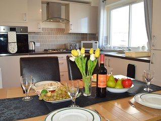 Asten View-Newly Refurbished Apartment in Dunoon sleeps up to 4 Adults/1 Child