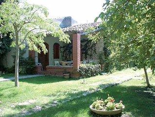 Casa di Anna - Modica  nel contesto di una villa dell'800 con parco e pisci