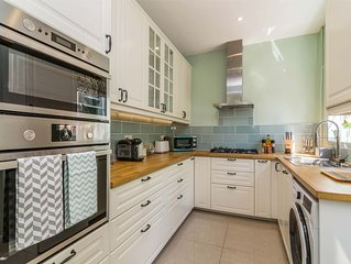 Luxury & Spacious 4 Bed property