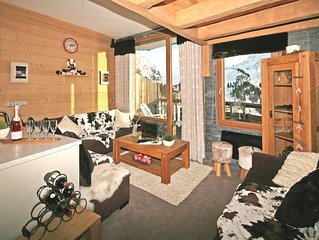 Super Deluxe ski-in:ski-out chalet with private hot-tub and sauna