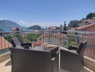 Pavlina Lux Three-bedroom Apartment with terrace and sea view N08