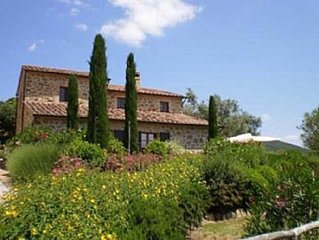 Beautiful large ground floor  Apt. with Pool in Heart of Umbrian Countryside