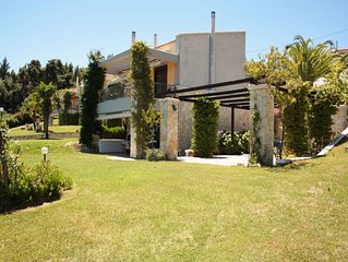 Exclusive maisonette with a swimming pool, surrounded by forest