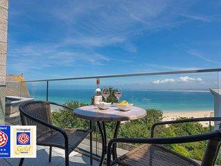 Luxurious 5* Beachfront apartment, free wifi and sky tv