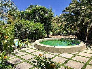 Exclusiva Villa costera con piscina privada y magnificas vistas al mar y montaña