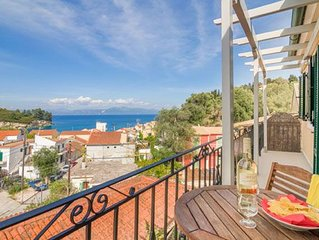 2 bed 2 bath apartment, free A/C & Wifi, centrally located, sea views, walking d