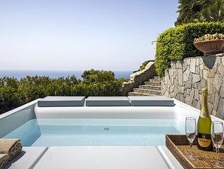 Villa Afrodite con Vista Mare, Jacuzzi, Giardino e Parcheggio Vicino al Mare