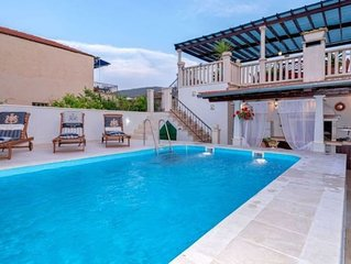 Radovani luxury apartment with private pool