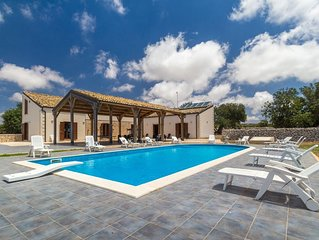 Calliope, country villa with pool a few km from the sea, for 7/10 people
