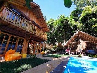 Villa y piscina privada en el bosque, 2 habitaciones a 5 minutos de la playa