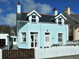Charming Victorian Cottage close to beach with sea views