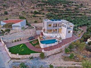 New Villa w/ Private Pool+Childrens Area★Walk to Restaurant & Amenities