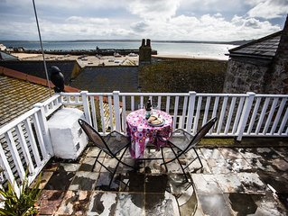 Fantastic location in centre, sleeps up to 8. Superb views