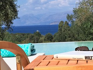 Villa Sania, Breathtaking Views, Grand New, 300m from  the beach