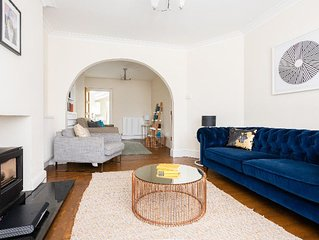The Canary Way - Spacious & Contemporary 4BDR Home with Parking