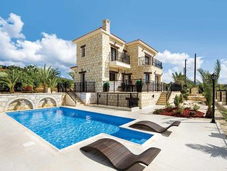 Large modern, stunning villa with pool overlooking amazing views of the sea and