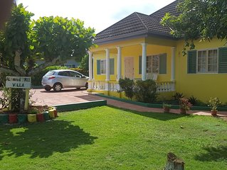 Almond Tree Villa- Lovely pool, Wi-Fi, Cable TV close to Ocho Rios and Beaches