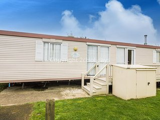 Caravan for hire at Breydon water Norfolk near Great Yarmouth ref 10028
