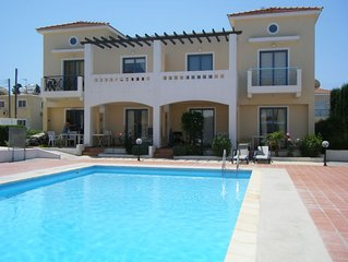 Luxury 2 Bed Villa (sleeps 6) in Paphos - Beautiful Pool, Close to Sea