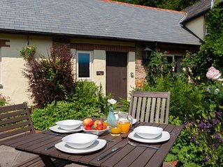 Charming 2-bedroom cottage near North Devon beaches with shared pool and tennis