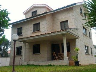 Casa ubicada en la Playa de Samil Vigo 6 personas planta baja