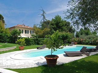 4 bedroom Villa, sleeps 8 with Pool, Air Con, FREE WiFi and Walk to Shops