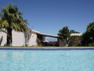 Villa vue panoramique avec jardin et immense piscine de 15 metres de long.