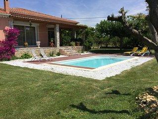 Maison de campagne avec piscine, BBC, jeux de pétanque sur 800 m2 de jardin.