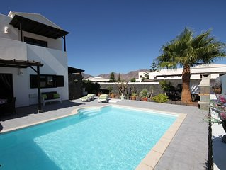 Casa Hibiscus - Beautiful Private Villa with Heated Pool and Panoramic Views