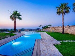 Impressive and in an Ideal Location for Exploring nearby Beaches, Private Pool &