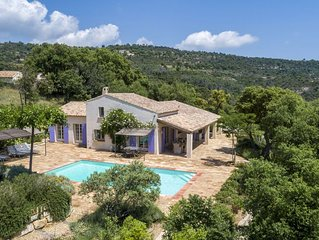 Air-conditioned villa, sleeps 8, great views, heated pool, near Plan de la Tour