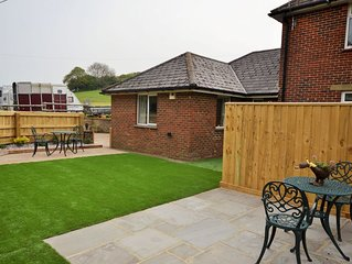 Queen Bower Farm Lodge -  a bungalow that sleeps 4 guests  in 3 bedrooms