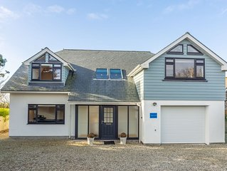 High Croft is a superb, spacious and light, architecturally designed property.