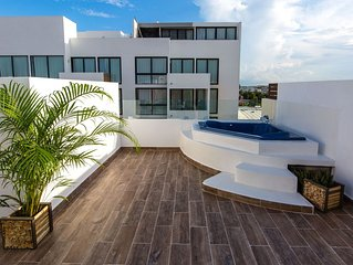 Charming Huge PH with Private Rooftop and Jacuzzi
