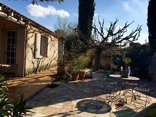 villa provencale dans charmant petit village de provence