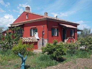Villa immersa in agrumeto sulla costa Jonica