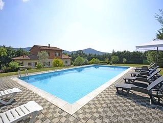 Beautiful private villa with private pool, WIFI, TV, patio, pets allowed, parkin