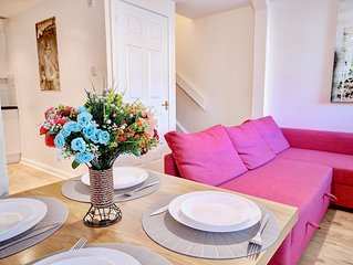Abbey House Apt B is 1 Bedroom with Sofa Bed close to Paisley Abbey