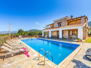Dream Palace- This large detached Villa has a private pool, WI-FI & table tennis